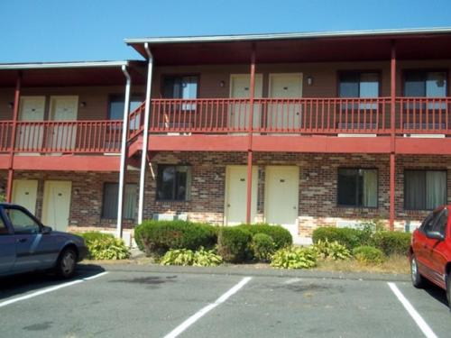 Naugatuck Motor Lodge - Naugatuck, CT 06770
