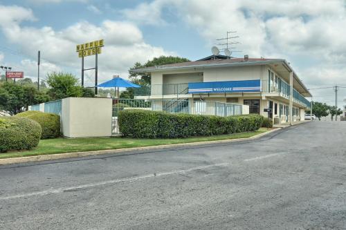 Skyline Inn - Conway, AR 72032