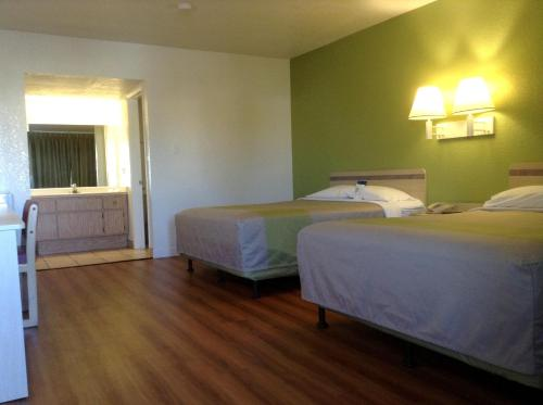 Motel 6 Hemet - Hemet, CA 92545