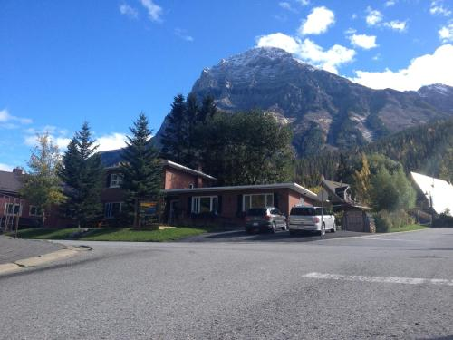 . Canadian Rockies Inn - Adults only