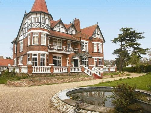 The Grange Hotel (Bed and Breakfast)