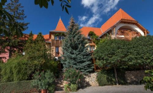. Bagolyvár Hotel