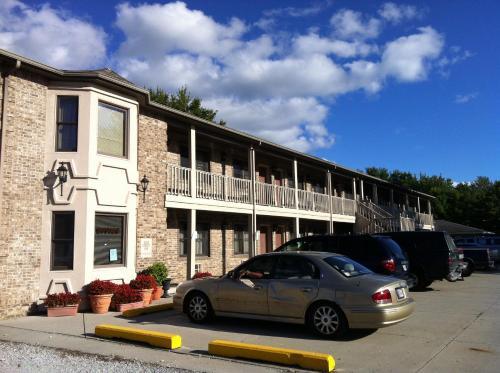 . East Street Inn & Suites