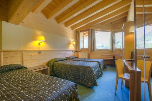 Standard Triple Room with Mountain View