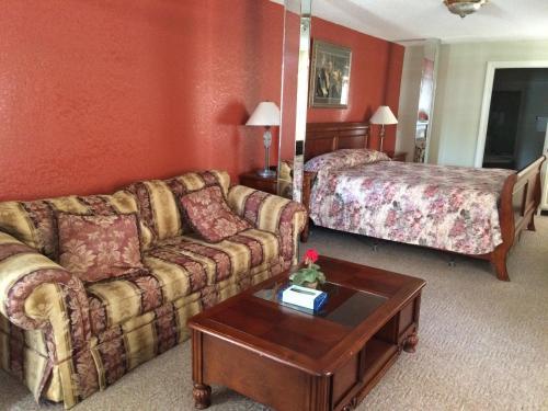 Western Plaza Inn - De Queen, AR 71832