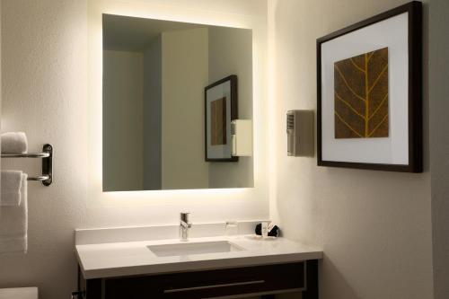 Hawthorn Suites By Wyndham Hartford Meriden - Meriden, CT 06450