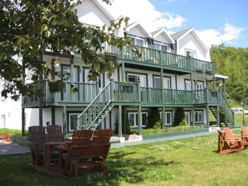. Hôtel Sous la Croix 152725