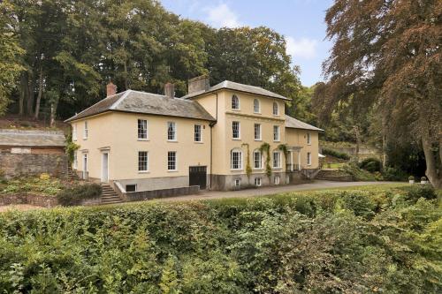 . Broomfield House