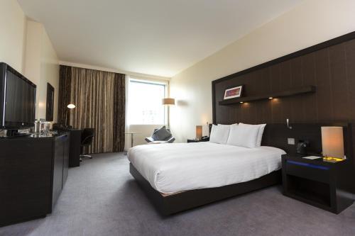 Hilton London Canary Wharf - image 3