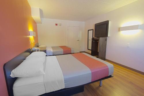 Motel 6 Piscataway