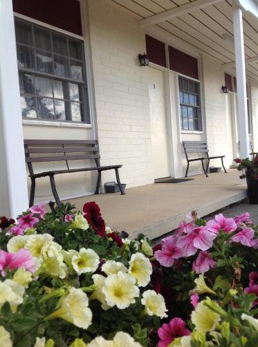 . Colonial Lodge Motor Inn