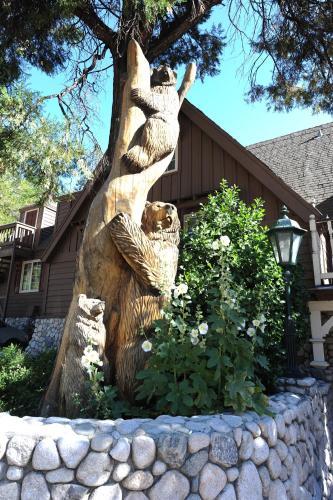 Saddleback Inn At Lake Arrowhead - Lake Arrowhead, CA 92352