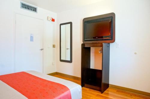 Motel 6-Carlsbad CA Beach - Carlsbad, CA CA 92011