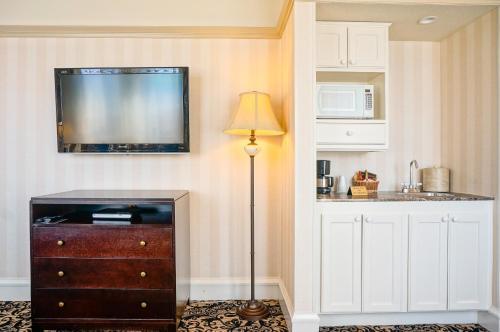 Gaslamp Plaza Suites - San Diego, CA 92101