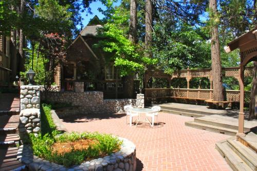 Saddleback Inn at Lake Arrowhead
