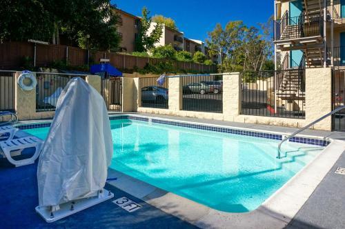 Howard Johnson By Wyndham San Diego Hotel Circle - San Diego, CA 92108