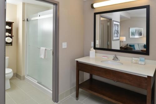 Hampton Inn & Suites Des Moines Downtown - Des Moines, IA 50309