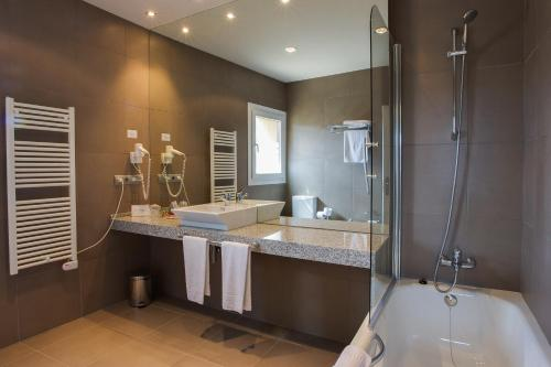 Deluxe Double Room with Bath Hotel Rural Valdorba 11