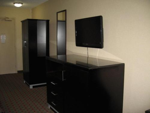 Town House Inn and Suites - Elmwood Park, NJ NJ 07407