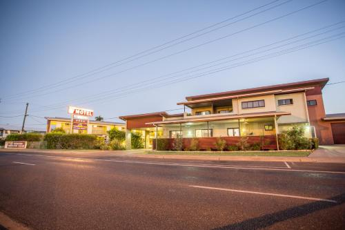 . Spinifex Motel and Serviced Apartments