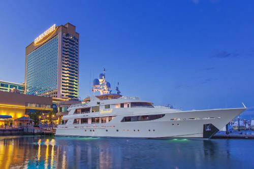 Golden Nugget Hotel & Casino Main image 2