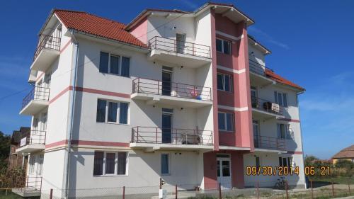 . E&F ApartHotel