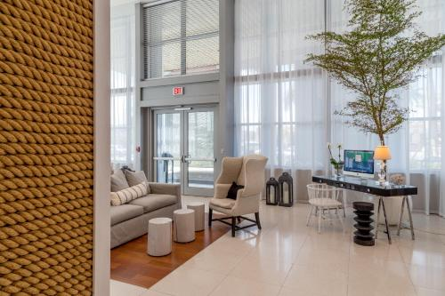 Mare Azur Miami Luxury Apartments By Mc - Miami Beach, FL 33141