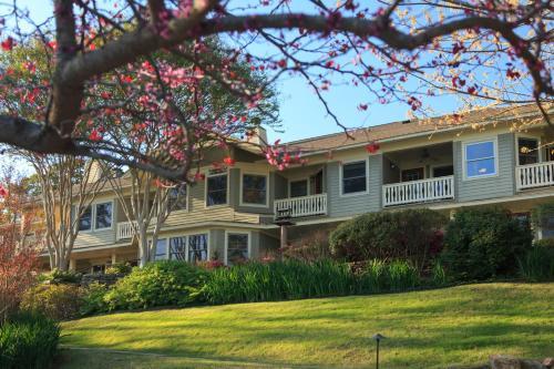 Lookout Point Lakeside Inn - Hot Springs, AR 71913