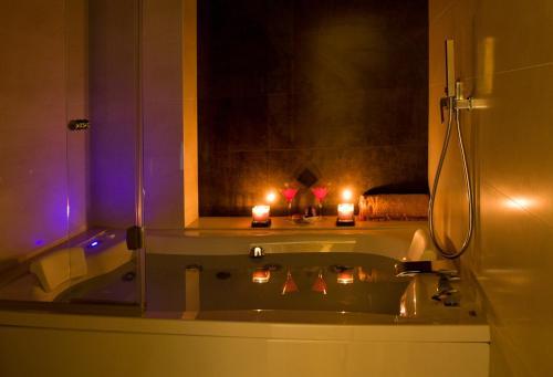 Habitación Doble Superior con bañera de hidromasaje Hotel Barrameda 17