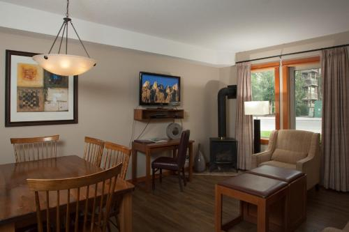 Lodges At Canmore - Photo 8 of 26