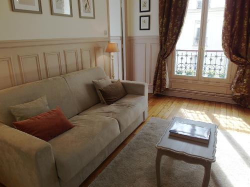 Chambre d hôte : Louvre Elegant Apt Suite photo 8