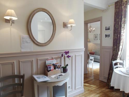 Chambre d hôte : Louvre Elegant Apt Suite photo 9