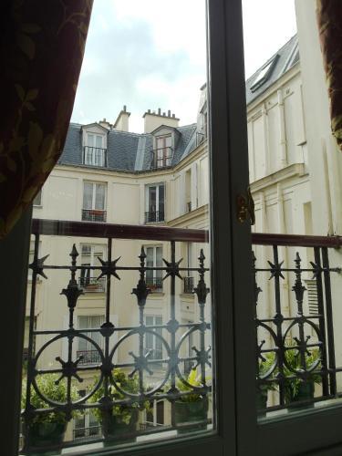Chambre d hôte : Louvre Elegant Apt Suite photo 14