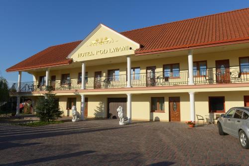 . Hotelik Pod Lwami