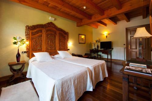 Superior Double Room Hôtel & Spa Etxegana, The Originals Relais (Relais du Silence) 2