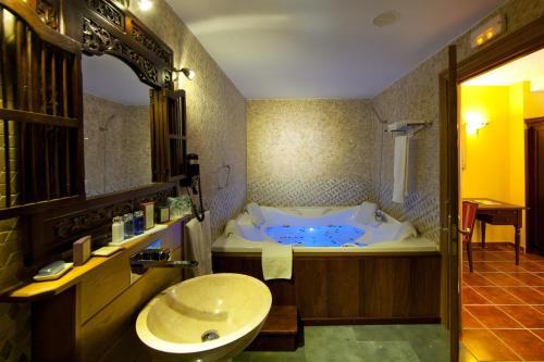 Royal Suite Hôtel & Spa Etxegana, The Originals Relais (Relais du Silence) 3