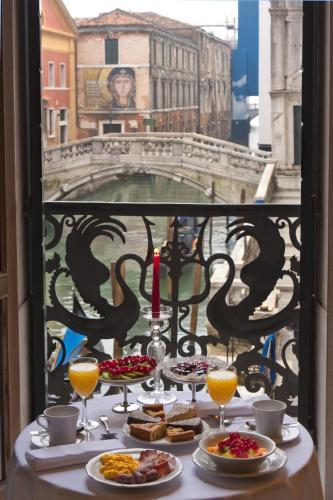 Hotel Al Ponte Dei Sospiri - image 7