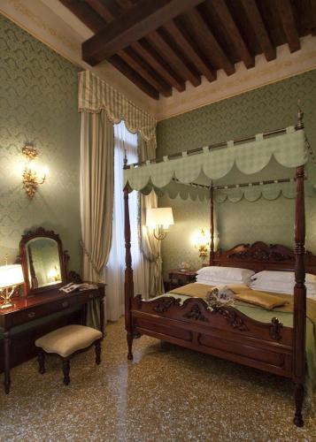 Hotel Al Ponte Dei Sospiri - image 10