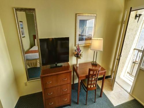 Pier 4 Hotel - Somers Point, NJ 08244