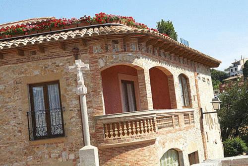 Calle Sant Miquel, 1, 17255 Begur, Girona, Spain.