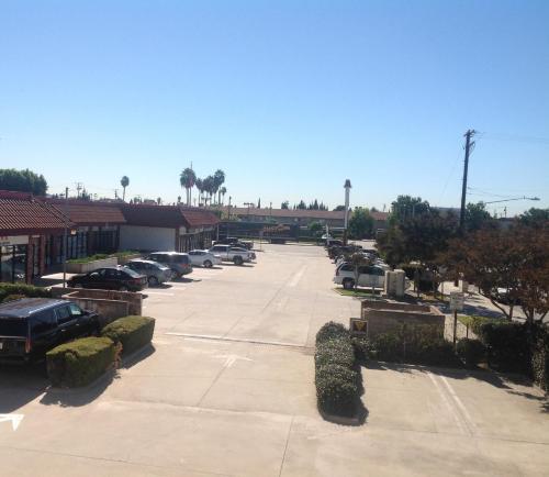 Eunice Plaza Motel - El Monte, CA 91731