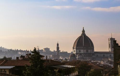 Via Venezia 18B, 50121 Florence, Italy.