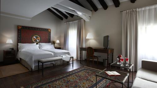 Superior Double or Twin Room Iriarte Jauregia 13
