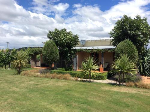Straw Lodge Vineyard and Boutique Lodging - Accommodation - Renwick