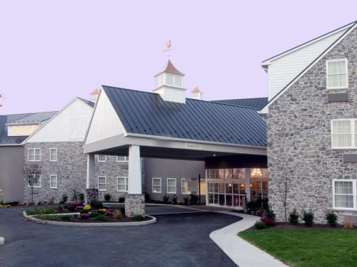 Amish View Inn & Suites - Bird in Hand, PA 17602