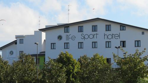 . Life Sport Hotel