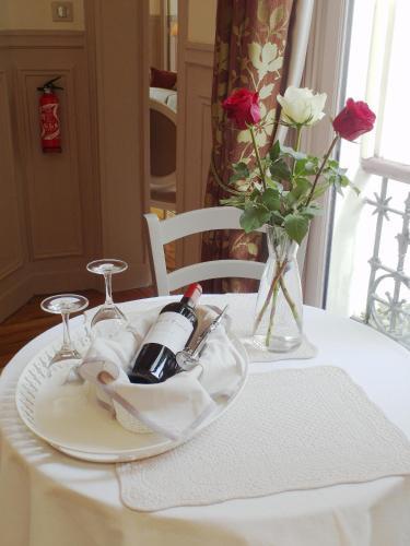 Chambre d hôte : Louvre Elegant Apt Suite photo 15