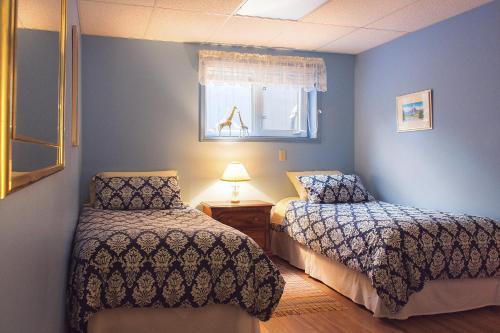 Dave & Honey's Accommodation - Jasper, AB T0E 1E0