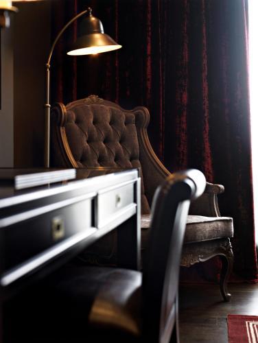Deluxe Double or Twin Room Hotel Castillo de Gorraiz Golf & Spa 19