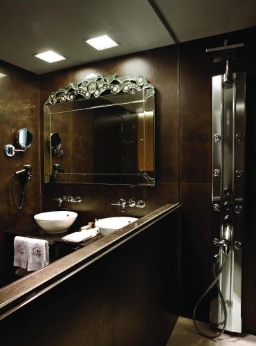 Deluxe Double or Twin Room Hotel Castillo de Gorraiz Golf & Spa 22